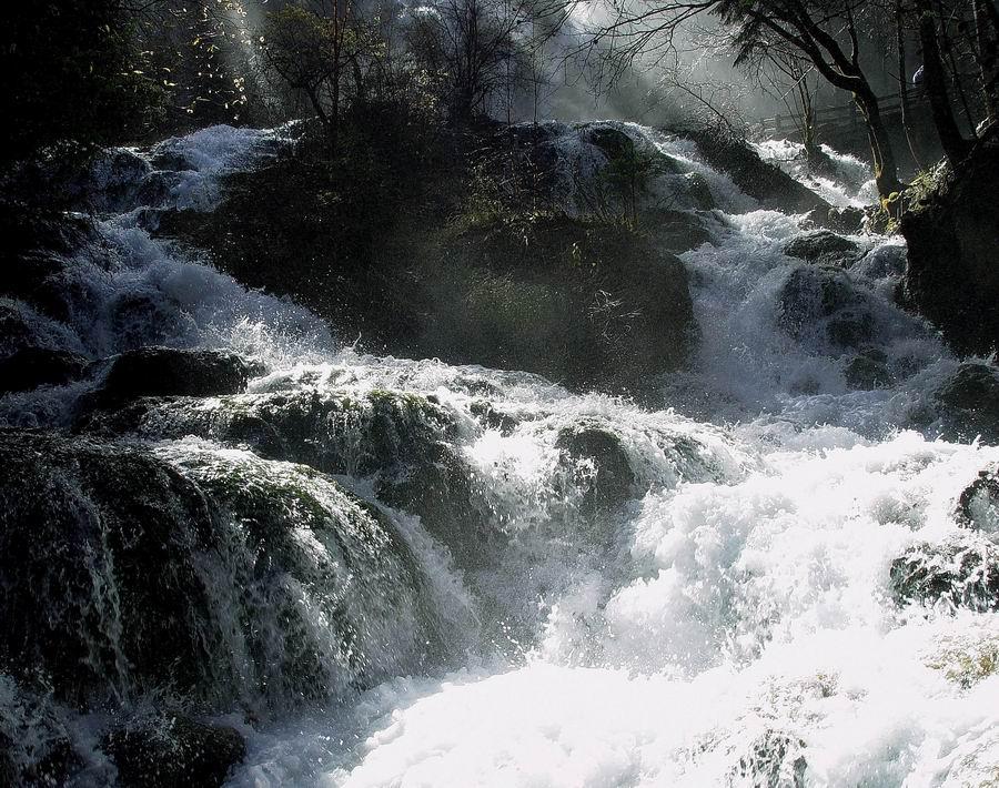 """""""江西省安远县境内的三百山,是国家级森林公园,重点风景名胜区,全国"""