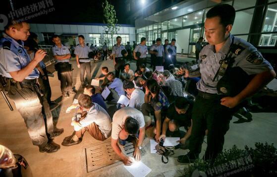 p49-3一些传销窝点选择在燕郊落脚。仅2016 年8 月10 日警方和工商的联合行动,就一举捣毁多个传销窝点,控制传销人员上千人。