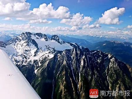 2017年7月2日,李湘宏第一次驾机从美国飞到加拿大,完成了第一次跨国飞行.jpg