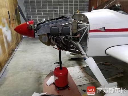 """李湘宏的飞机""""RV-7""""发动机正在检修.jpg"""