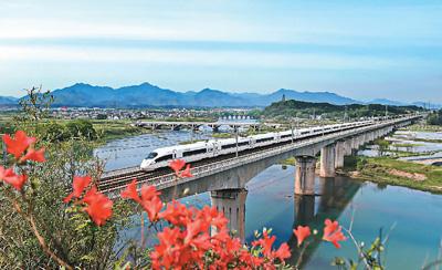 高颜值、高速度、乘车体验完美,中国高铁这样炼成