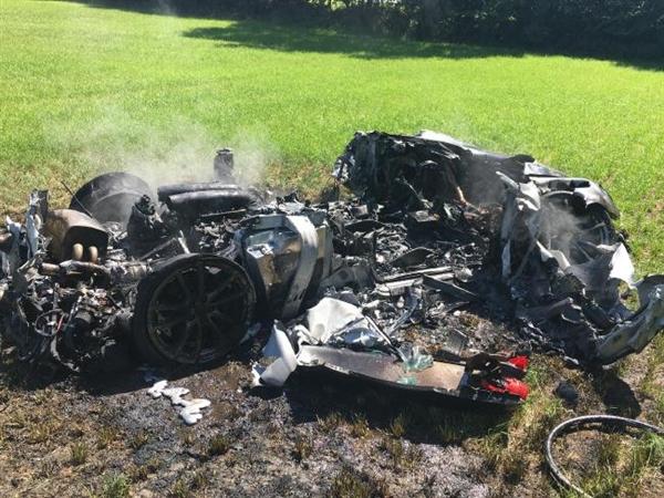 史上最悲催法拉利:提车1小时被撞成渣
