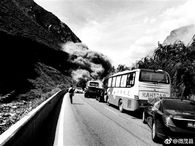 四川茂县发生塌方道路中断无人伤亡