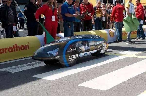 新能源汽车的照片 -1