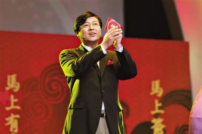 中国打工皇帝,年薪1.18亿工资,却拿出巨亏7.14亿美元的成绩单