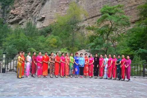一场唯美的旗袍秀视觉盛宴秀在太行大峡谷的清秋