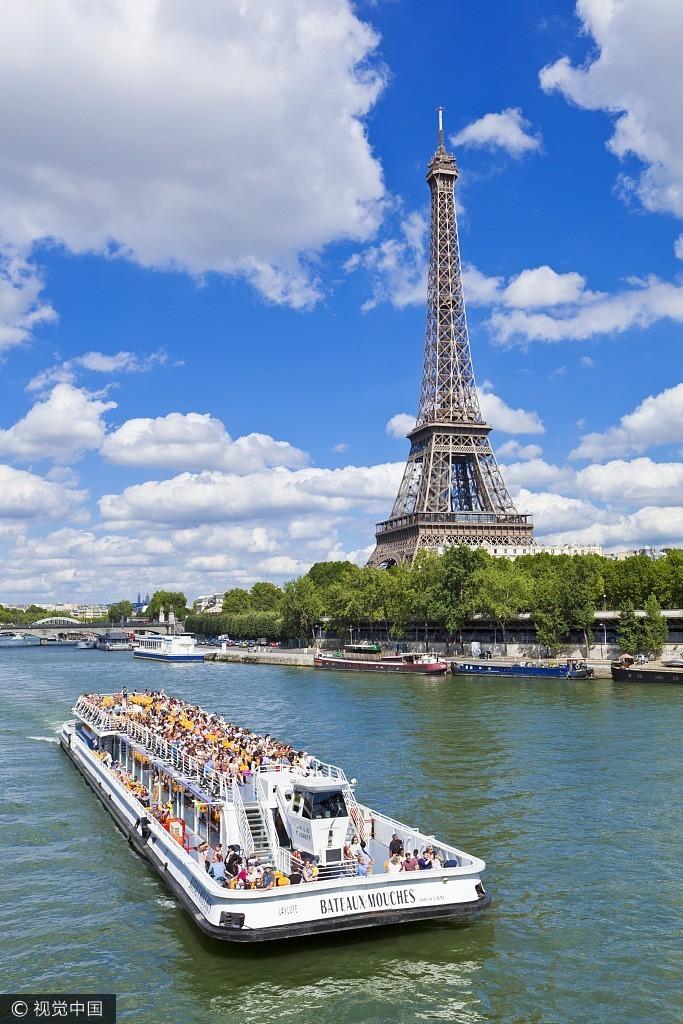 埃菲尔铁塔 埃菲尔铁塔矗立在塞纳河南岸法国巴黎的战神广场,是巴黎最高建筑物。就像自由女神像之于纽约、大本钟之于伦敦,它是法国的文化象征和巴黎的城市地标。  卢浮宫 游览时间:2-3小时 卢浮宫始建于1204年,原是法国王宫,居住过50位法国国王和王后,是法国文艺复兴时期最珍贵的建筑物之一,以收藏丰富的古典绘画和雕刻而闻名于世。不容错过的作品:卢浮宫三件镇馆之宝——《蒙娜丽莎》、《断臂维纳斯》、《胜利女神像》 。