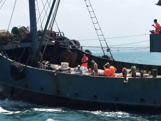 """台以""""越界""""为由扣押大陆渔船 15名渔民遭捕(图)"""