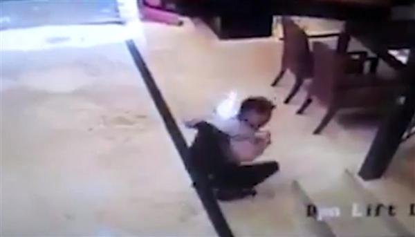印尼一男子三星手机在胸前口袋爆炸回应称非原装电池