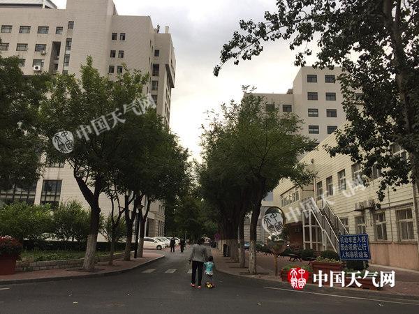 今天北京小雨降温凉意浓最高气温不足20℃