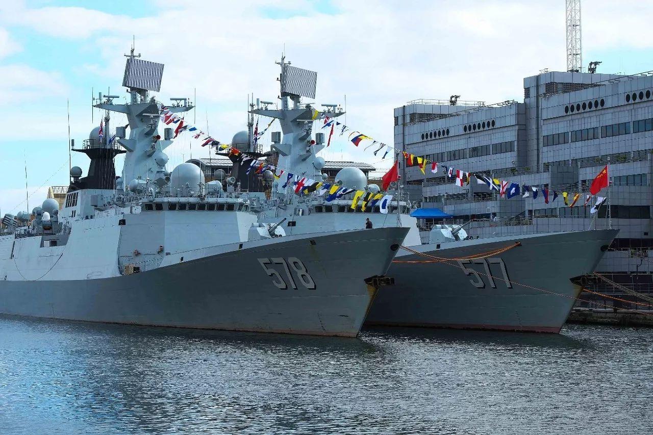 中国舰队首次访问伦敦 获赠一份特殊礼物