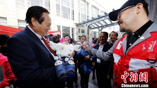 经中国红十字援外医疗队专家筛查的第二批41名蒙古国先心病患儿已抵达北京,进入北京安贞医院等医疗机构接受进一步检查和手术治疗。