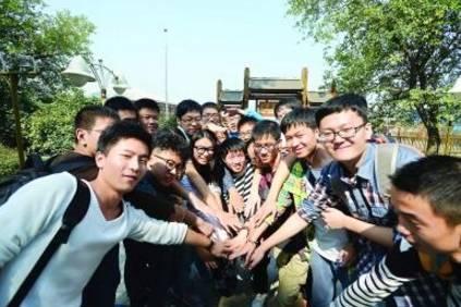 武汉大学生在东湖碰上市委书记