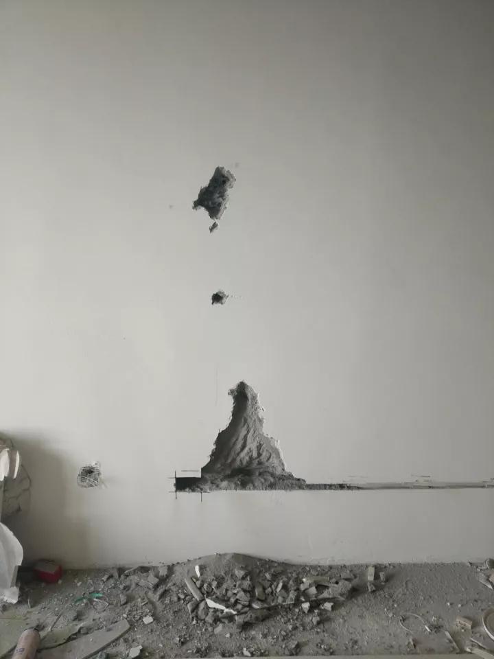 万科陷质量门:房子承重墙用手就能抠下水泥块