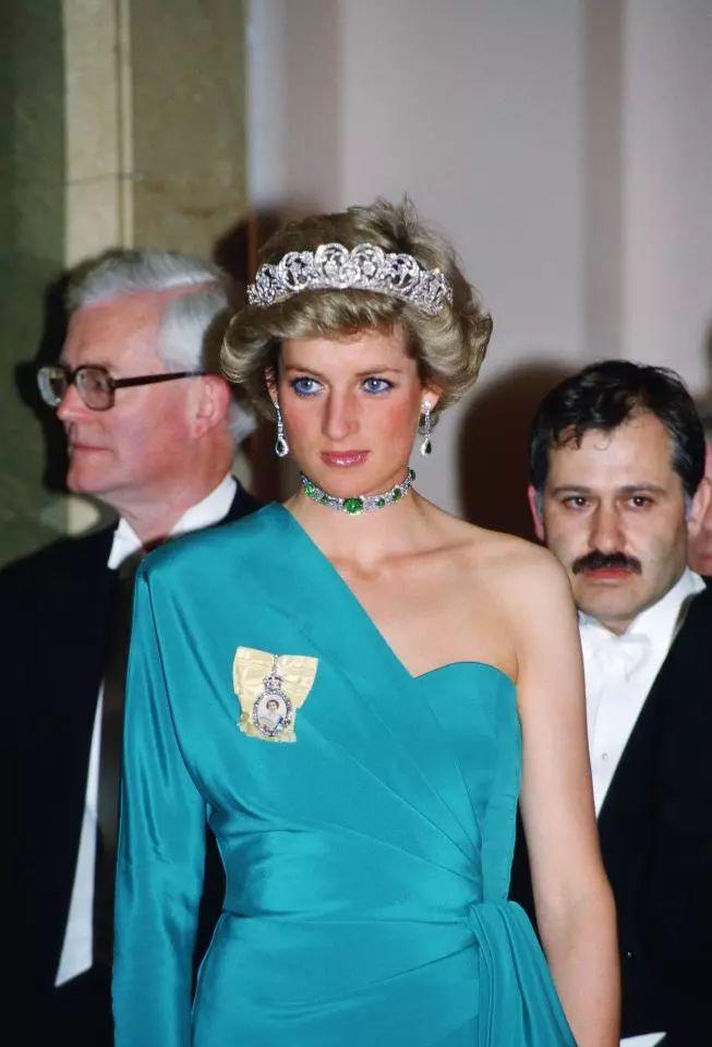 """英国新王妃和凯特豆割了戴安娜的珠宝…彪悍的王室也爱""""炫富""""?"""