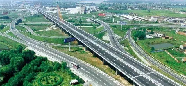 广西三条高速公路年底将建成通车