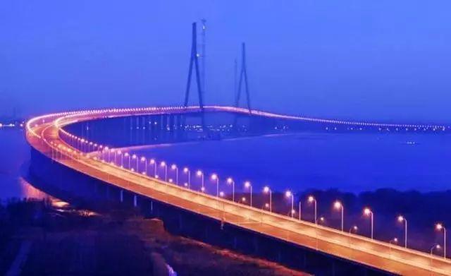 港珠澳大桥-历时八年 中国这条全球最长海上公路今日通车了
