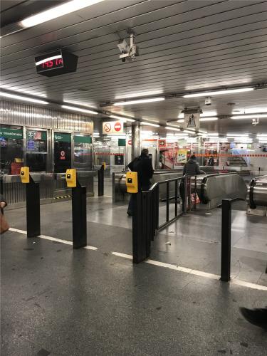 地铁刷卡口。