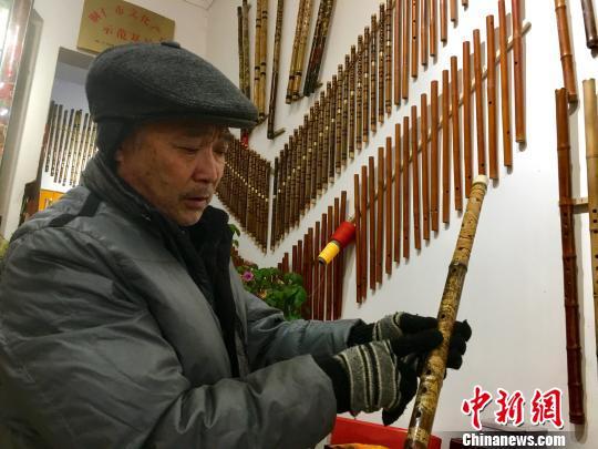 中国非物质文化遗产贵州玉屏箫笛制作工艺代表性传承人刘泽松。 杨云摄