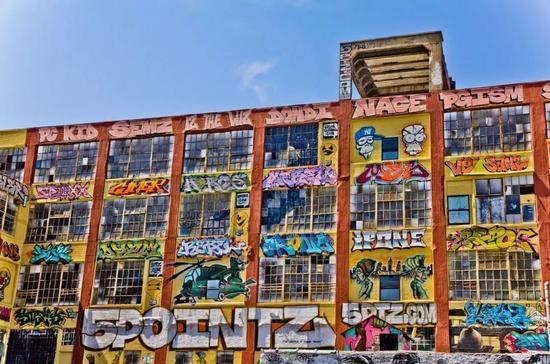 美国纽约皇后区著名的涂鸦艺术地标5Pointz上的壁画。