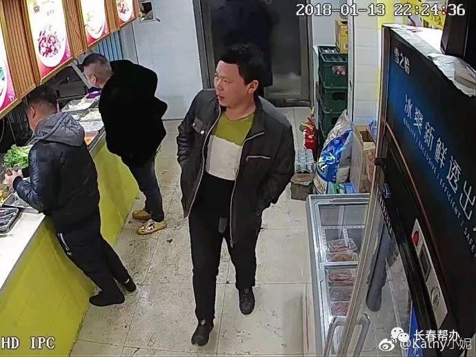 3醉酒男殴打26岁女孩 拿菜刀威胁:店想不想开了