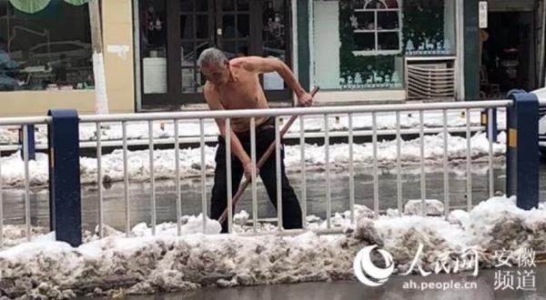 【暖新闻】致敬风雪中的劳动者!岁月静好只因有你们在负重前行