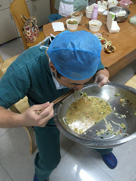 orthopaedic surgeons operating table down, starving guoliang end up noodle soup YanLinZhong offers