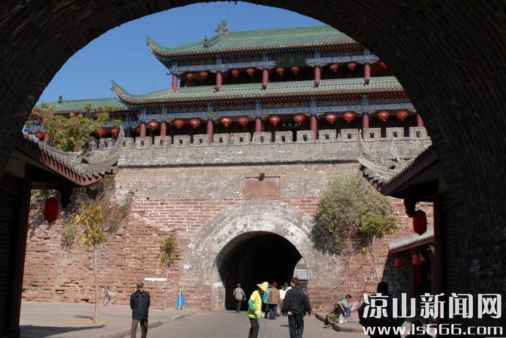今天的西昌,是南方丝绸之路上的重镇。