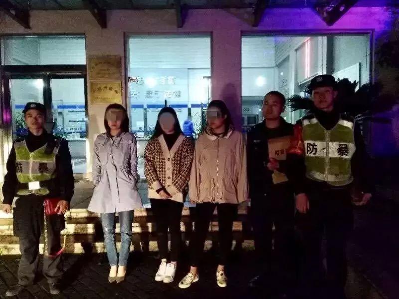 """""""你们先上!""""杭州三个漂亮姑娘礼让出租车,民警赶到却把三人都拘留了"""