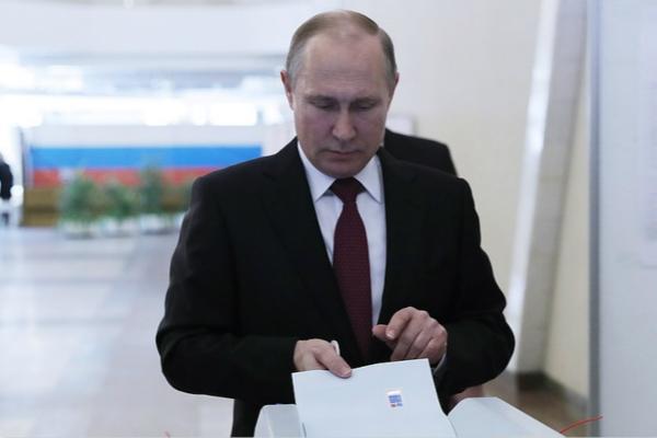 普京现大选投票站 热门视频 图1