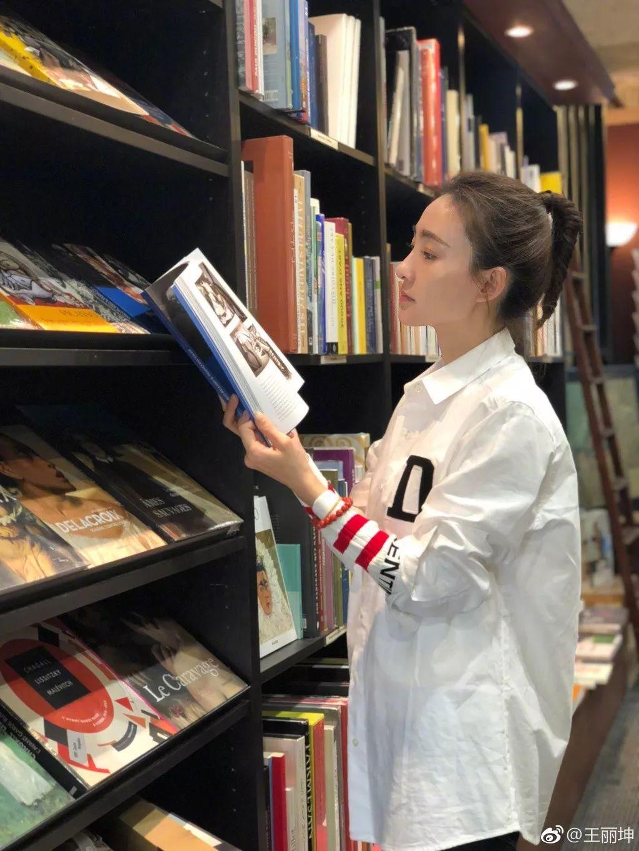 王丽坤一件白衬衫引热话 为啥我穿白衬衫就那么平庸?