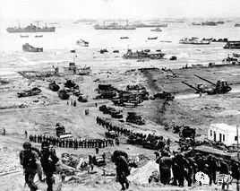 安倍晋三看了两遍的电影,传递了何种二战史观?
