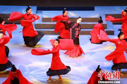 """本届文化节以""""传承家庭美德·弘扬时代新风""""为主题。 梁犇摄"""