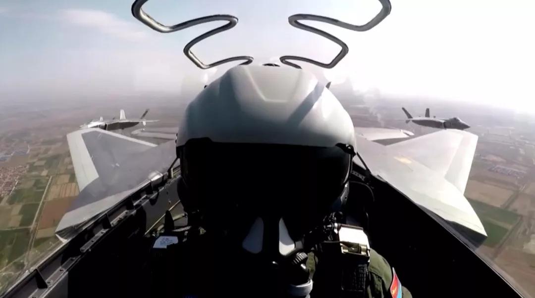 歼-20实弹靶试8发8中高兴不起来 飞行员觉得不够真