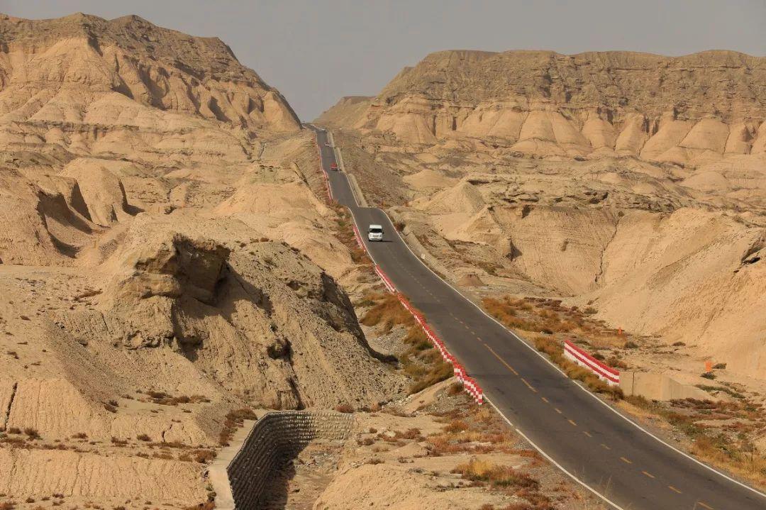 """中国十大最美公路 连接南北疆""""中国最美公路""""终于全线通车 每年仅开5个月"""