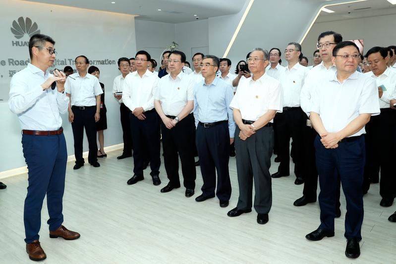代表团还来到深圳华为技术有限公司