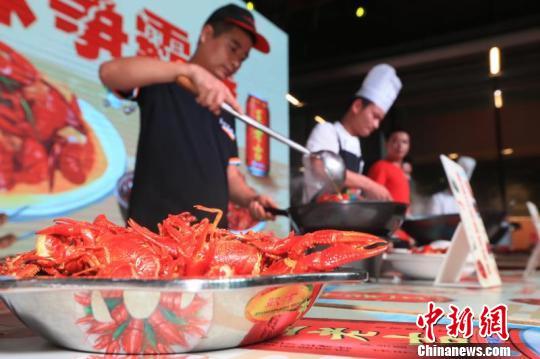 长沙举行龙虾节从餐桌溯源龙虾养殖