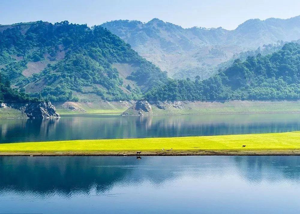 """两条""""一眼看两国""""的新式避暑旅游专列来了!鸭绿江畔和极北风光你选哪个?"""