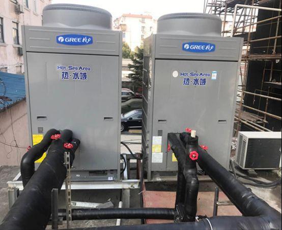 """上海绿适——格力空气能热水器安装案例展示 企业科技自主创新能力越高,企业的无形资产也就越高,在商场的竞赛力也就越高。以上海绿适制冷闵行区格力空气能热水器作业为例,具有多例格力空气能热水器创新安装案例的上海绿适制冷公司,以""""创新为先导"""",不断进行实查和试运行数据记录,格力空气能热水器的运行效果才会不断提高。在现在这个商场经济体制下,科技创新如逆水行舟,不进则退。"""