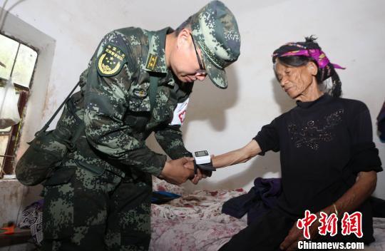 云南武警医疗分队赴墨江地震灾区巡诊