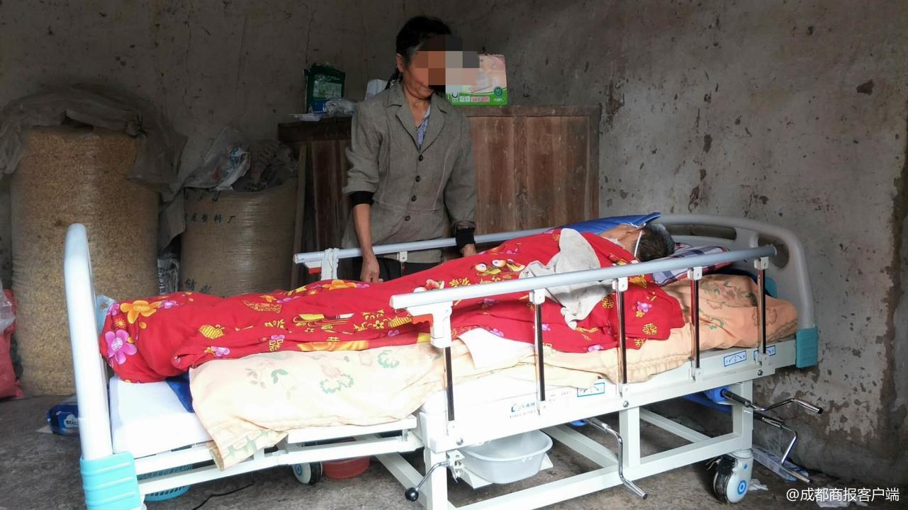 老人脑出血送医被村民拦住救护车因其未出钱修路