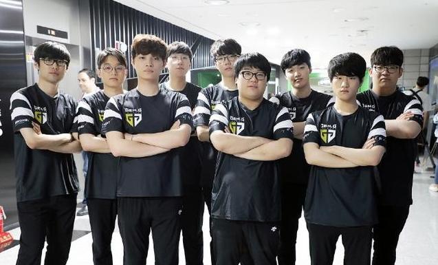 韩网友热议Gen小组淘汰:中路太菜了