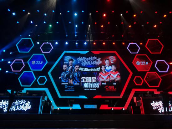 西甲电子竞技选手参加重庆CEFL决赛现场