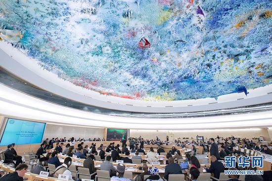 11月9日,在瑞士日内瓦联合国万国宫,与会代表参加联合国人权理事会第三轮国别人权审议。 新华社记者徐金泉摄