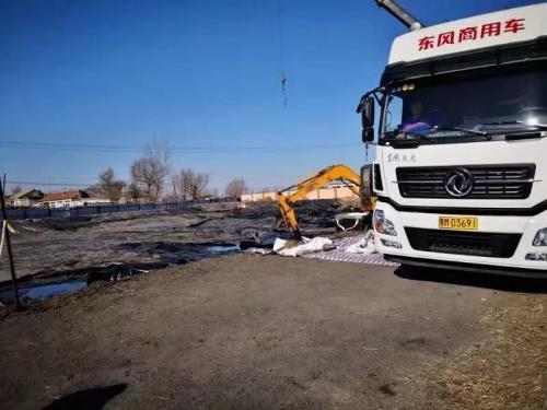 正在清理中的油泥油渣(2018年11月)
