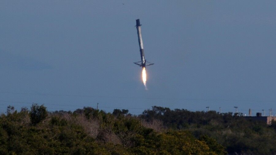 "SpaceX的""猎鹰9号""火箭成功发射后,回收时掉海里了"