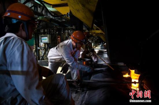 资料图:炼钢工厂。李南轩摄