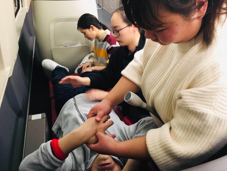 亚游集团骗局揭秘|首页市女医生高铁救人后婉拒红