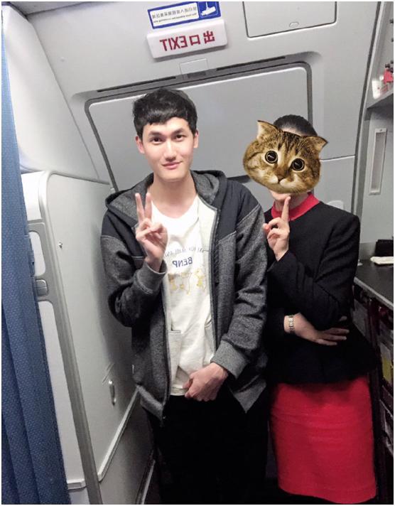 RNG队员全员乘飞机,空姐发帖大赞:超有礼貌的一群人!