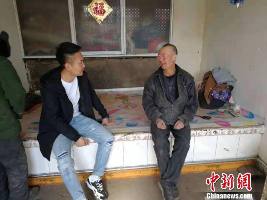 """""""90后""""检察官成驻村书记带村民养鸵鸟吃""""旅游饭"""""""